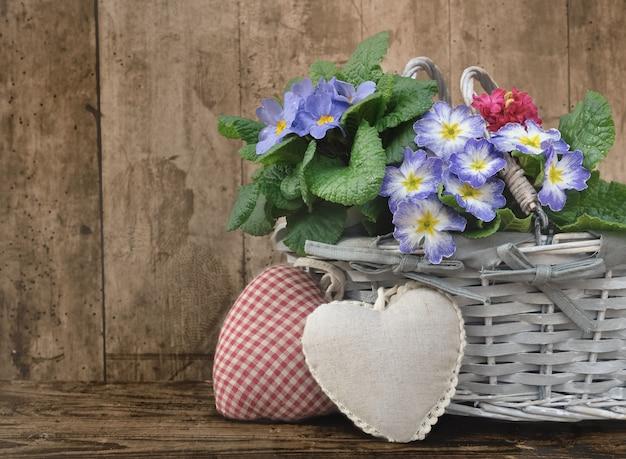 ロマンチックな花のバスケット