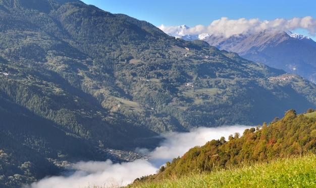 アルプスの曇り谷