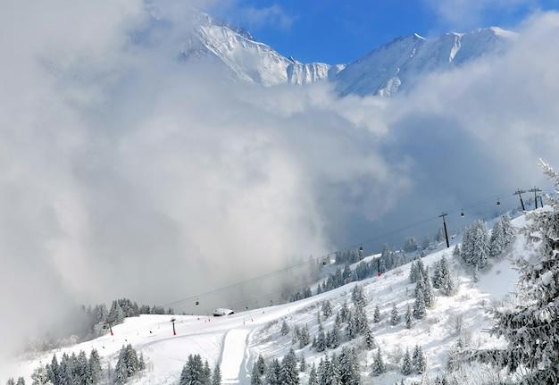 雲の下のスキー場
