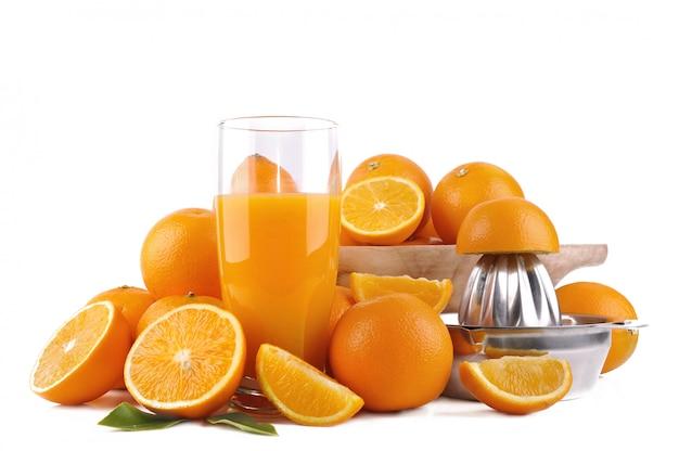 Свежевыжатый апельсиновый сок и фрукты
