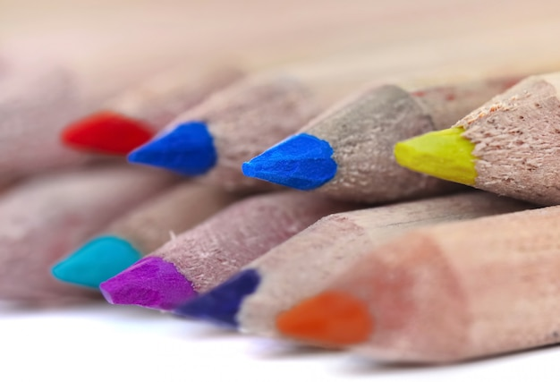 カラフルな鉛筆の芯