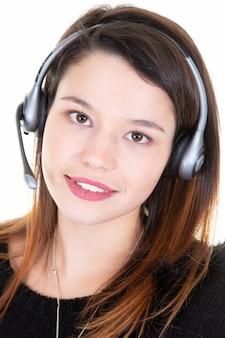 白い背景の上のテレマーケティング女の子オペレーター