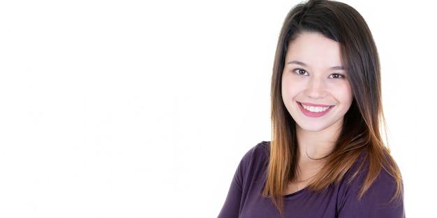 幸せな若い女笑顔の肖像画