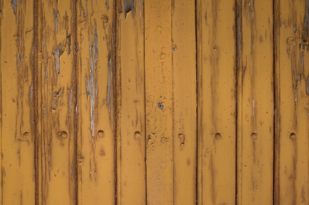 剥離ペイントで汚れたカラフルな木製の壁のテクスチャ