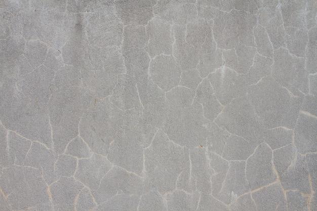 Гранж бетон цементная стена с трещиной в промышленном здании