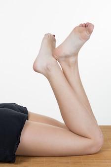 白の女性の足