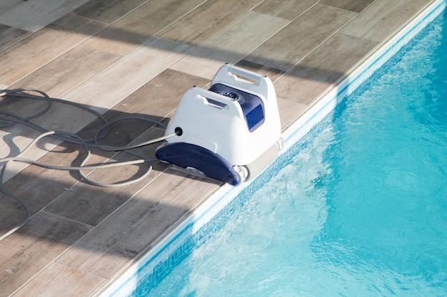 プールを掃除するためのプール掃除ロボット