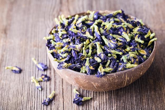 青い蝶エンドウ豆の花を乾燥させます。