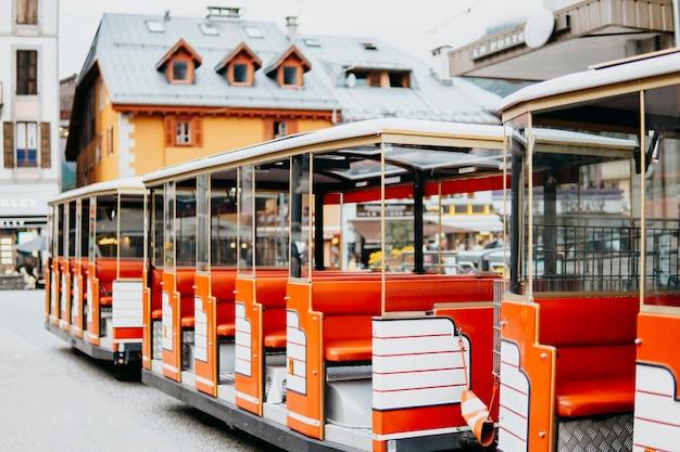 小さな観光列車に乗って市内観光