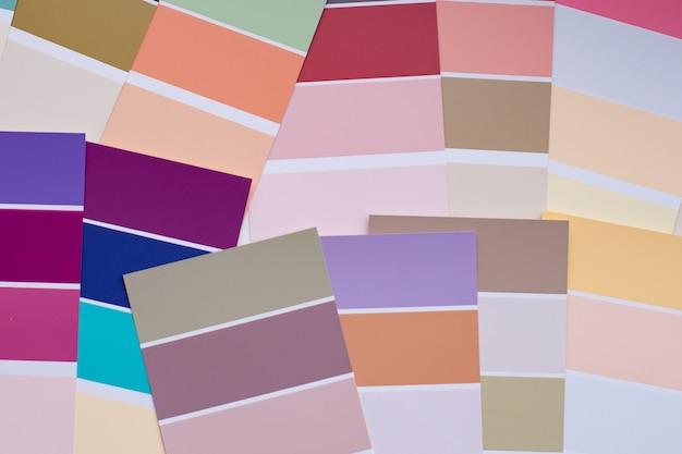 Цветовая палитра с различными образцами.
