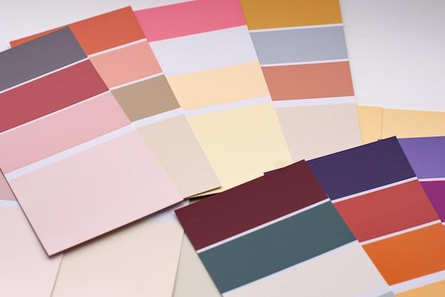 さまざまなサンプルのカラーパレット。
