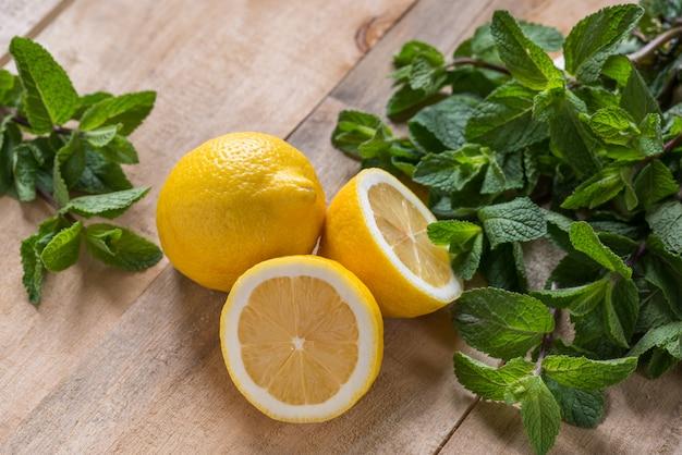 ミント、レモン、新鮮な背景、木材、食品、ライム