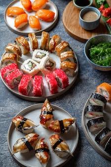 寿司とロールセット