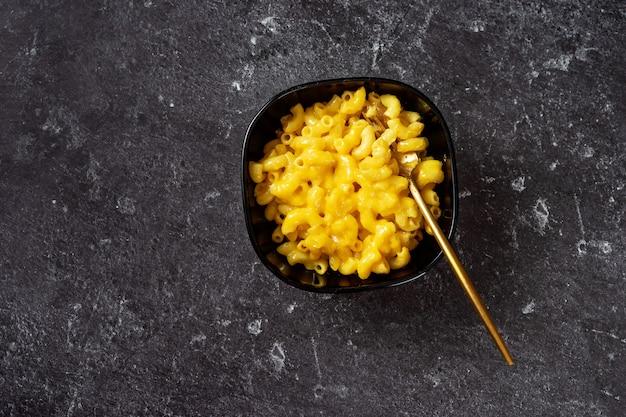マカロニとチーズのボウル