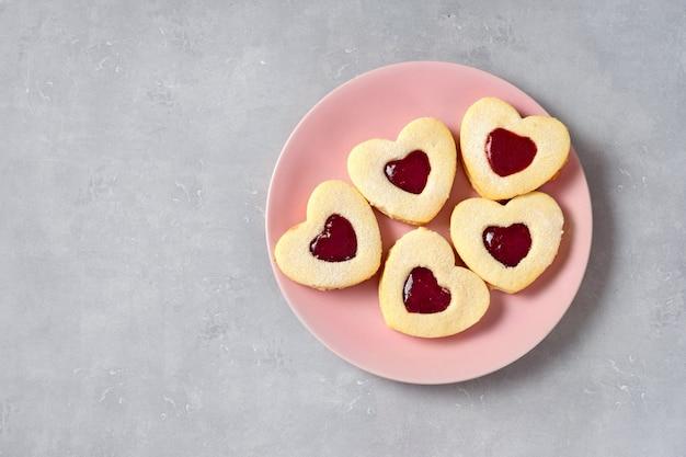 ピンクプレートのバレンタインクッキー