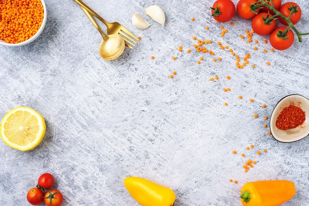 健康的な調理レンズ豆のスープのための新鮮なおいしい食材