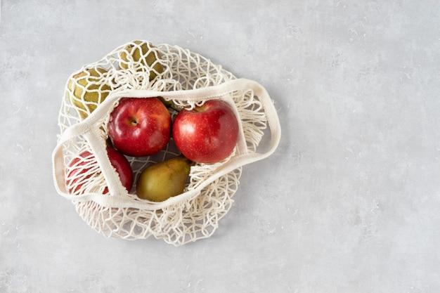 Ноль отходов концепции. фрукты в сетчатой сумке