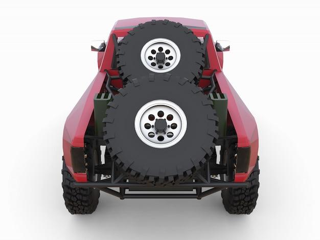 Самый подготовленный красный спортивный гоночный грузовик для пустынной местности.