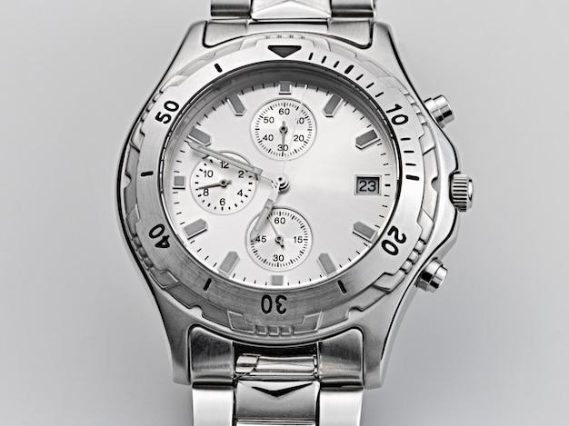 よく使用される自動腕時計