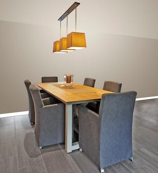 Элегантный и роскошный обеденный стол с рамкой на стене