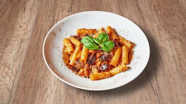 Тарелка вкусной итальянской кухни