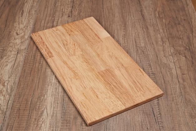 Деревянная доска на деревянном полу
