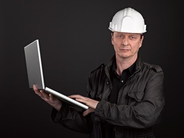 男性建築家の肖像画