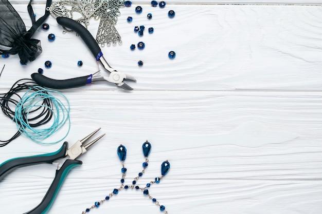 宝石の調査結果プライヤービーズの装飾と手作りの工芸品組成