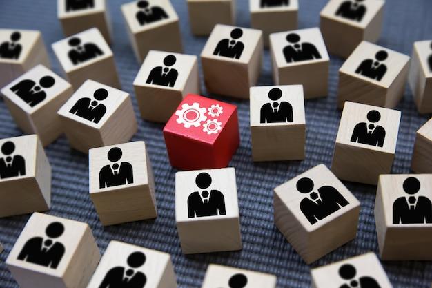 チームワーク、ビジネスおよびリーダーシップのウッドブロックのコンセプト。