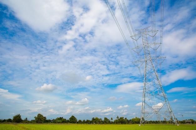 高電圧タワー、高電圧送電線