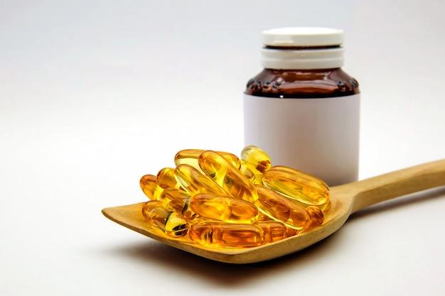 タラ肝油カプセル白。
