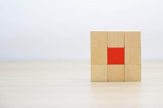 Деревянные блоки укладываются без графики.