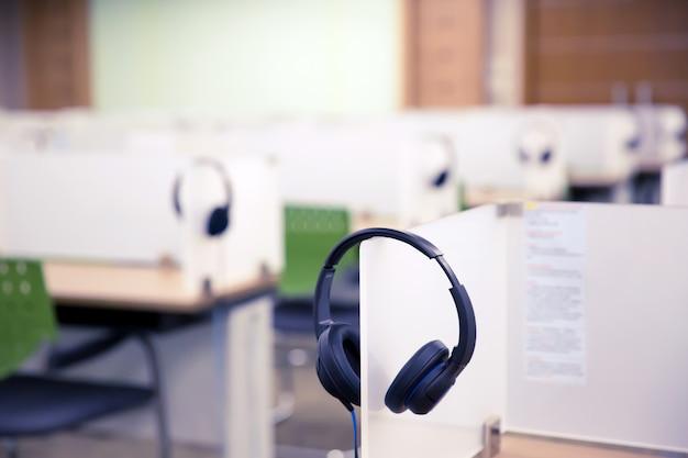 コールセンターとホットラインルーム用のヘッドフォン。