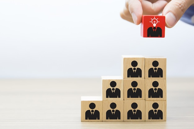 リーダーシップ、チームワーク、ビジネスウッドブロックのコンセプトです。