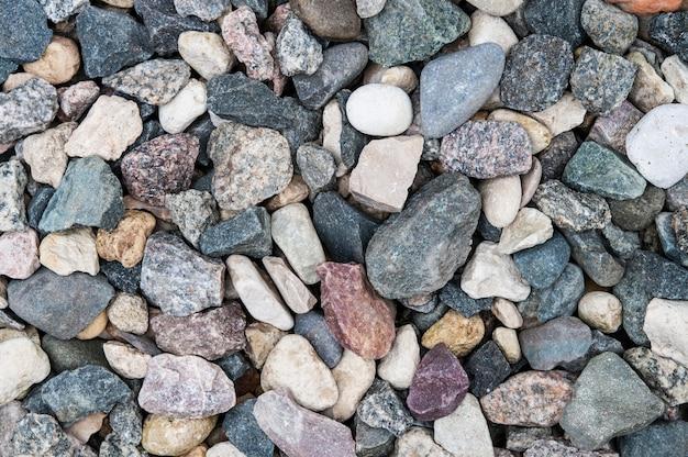 カラフルな天然の大まかな石、平面図からの背景。