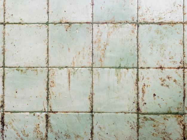 調理によってグリースでキッチンの壁が汚れます