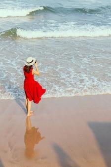 ビーチで女性撮影