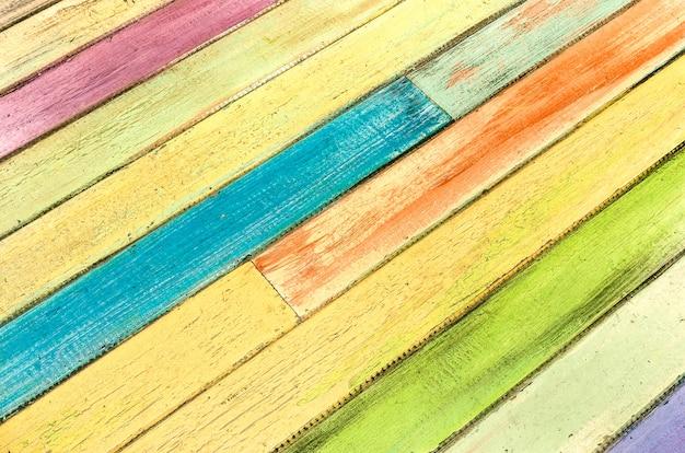 色とりどりの木製の背景-モダンな代替ビンテージテクスチャ