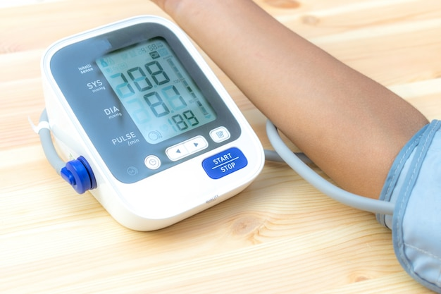 少年の健康チェックの血圧と心拍数