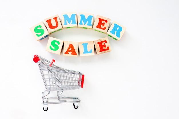 Концепция летнего времени. сезонная распродажа в магазинах.