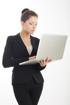 Предприниматель работает с ноутбуком - студия фон
