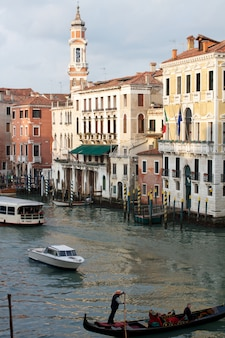 Живописный канал в венеции