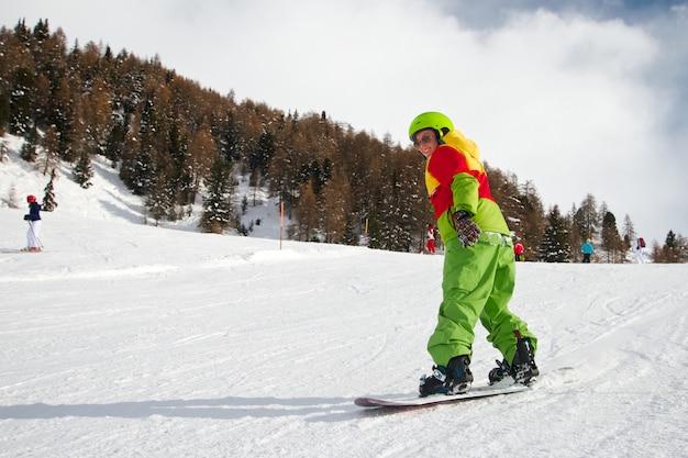 女性スノーボーダー