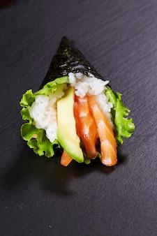Темаки восточная еда