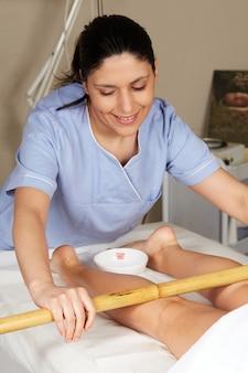 Тайский массаж с бамбуковой палочкой