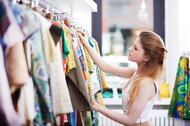Покупки в модном магазине