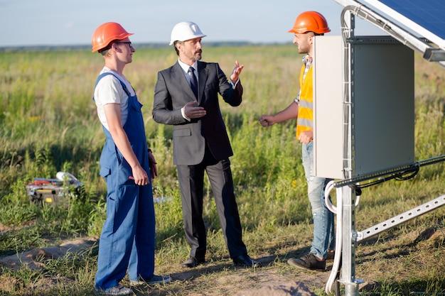 Обсуждение технических деталей солнечных панелей.