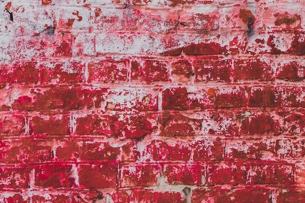 Красная гранж-кирпичная стена