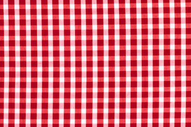 ケージの中の布の質感。赤と白のチェック生地。