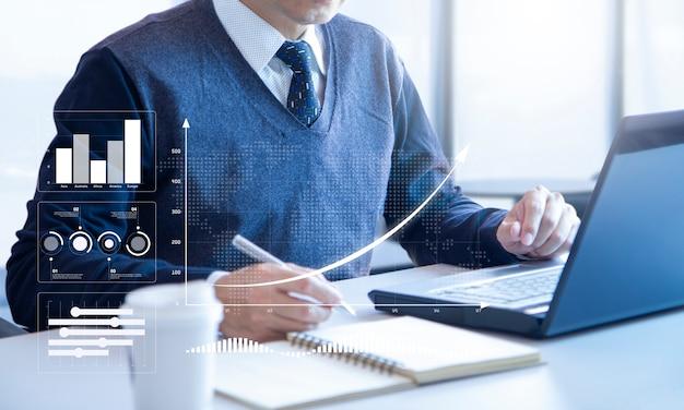 Просмотр финансового отчета в ответ на анализ инвестиций